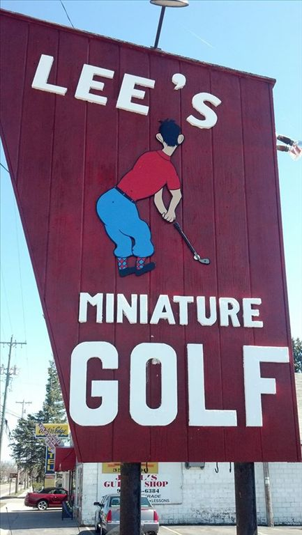 lees_mini_golf_sign.jpg